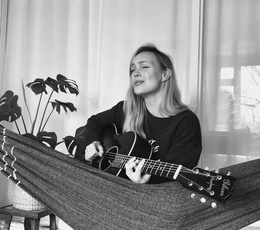 sing play guitar